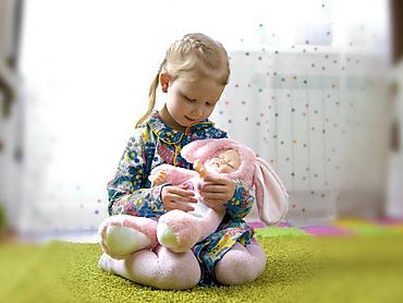 Спящий мальчик-зайчик в розовой шубке, 40 см