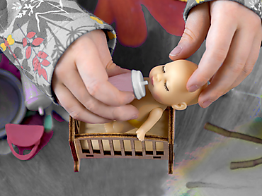 Куколка-сюрприз в упаковке в виде леденца на палочке, 8 см